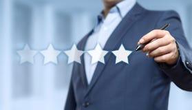 5 fünf Sterne, die Qualitätsüberprüfungs-bestes Dienstleistungsunternehmen-Internet-Marketing-Konzept veranschlagen Lizenzfreie Stockfotos