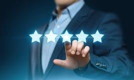 5 fünf Sterne, die Qualitätsüberprüfungs-bestes Dienstleistungsunternehmen-Internet-Marketing-Konzept veranschlagen Stockbild