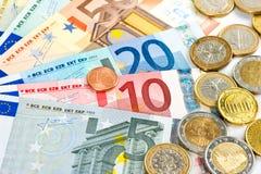 Fünf, 10 und fünfzig Eurobanknoten Münzen und Banknoten Kassieren Sie Geld Lizenzfreie Stockbilder