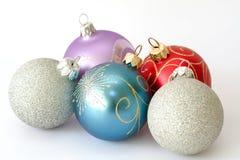 Fünf Weihnachtskugeln Stockfotografie