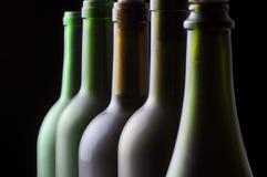 Fünf Wein-Flaschen Stockbilder