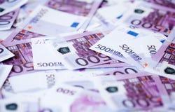 Fünfhundert Eurobanknoten Stockfotos