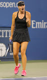 Fünfmal Grand Slam-Meister Mariya Sharapova während des Erstrundematches an US Open 2014 stockfotos