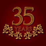 Fünfunddreißig Jahre kopierte Firmenzeichen des Jahrestages Feier Goldenes Logo der fünften Weinlese des Jahrestages dreißig Lizenzfreies Stockbild