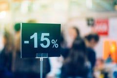 Fünfzehn-Prozent-Rabatt in der Buchhandlung Stockfoto