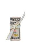 Fünfzig Dollar Bargeld-gerollt mit einem Farbband Stockfotografie