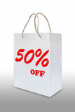 Fünfzig-Prozent-Rabatt auf Weißbuchbeutel Stockfotos