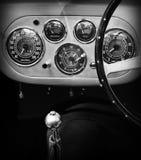 fünfziger Jahre Ferrari-Innenarmaturenbrettmessgeräte Stockfoto