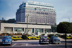fünfziger Jahre Verbands-Autobusstation u. Hotel Sheraton-Brock Niagara Falls Lizenzfreies Stockfoto