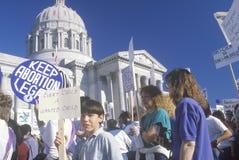 Für das Recht auf Abtreibung Demonstranten, die Zeichen anhalten, Stockfotos