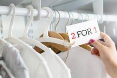 2 für 1 und zwei für ein Angebot Lizenzfreies Stockbild