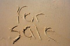 Für Verkauf im Sand Lizenzfreies Stockfoto