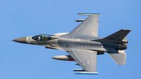 16 f战斗机飞行喷气机 库存图片