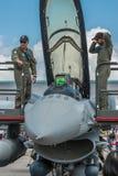 F-16 και πλήρωμα αεροπλάνου, Σιγκαπούρη Airshow 2016 Στοκ φωτογραφία με δικαίωμα ελεύθερης χρήσης
