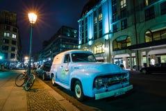 F100 της Ford ανοιχτών φορτηγών φυσικού μεγέθους φορτηγό επιτροπής Στοκ φωτογραφία με δικαίωμα ελεύθερης χρήσης