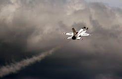 F-16 буревестника военновоздушной силы США Стоковые Фотографии RF