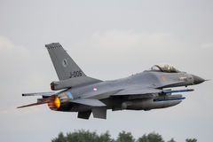 F-16加力燃烧室离开 库存图片