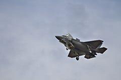 F-35在airshow的秘密行动战斗机 免版税库存图片