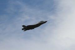 F-35在airshow的秘密行动战斗机 免版税图库摄影