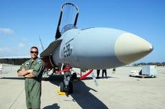 F-18大黄蜂战斗机和飞行员。 图库摄影