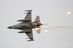 F-16火光 免版税库存照片