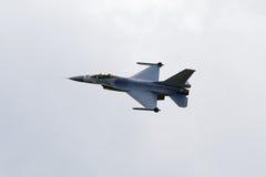 F-16独奏显示RNAF 免版税库存图片
