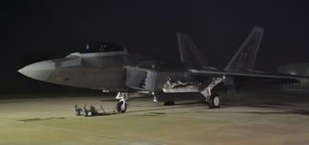 F-22猛禽在晚上 库存照片