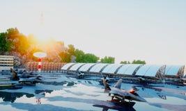 F 22猛禽,军用喷气式歼击机 军事基地 日落 3d翻译 库存图片