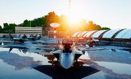 F 22猛禽,军用喷气式歼击机 军事基地 日落 3d翻译 免版税图库摄影