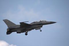 F-16 het Landen Stock Afbeeldingen