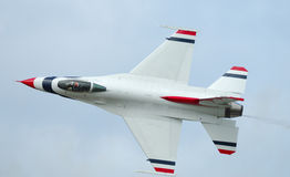 F-16 solo of Thunderbirds Royalty Free Stock Photography