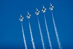 F-16 Thunderbird vechtersstralen stock foto