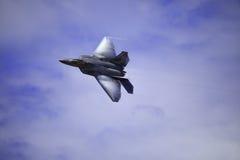 F-22 roofvogel tijdens de vlucht over Hawaï Stock Foto