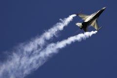 F-16 lizenzfreies stockfoto