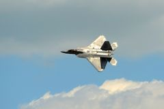 F-22在巨大新英格兰飞行表演的猛禽 免版税库存照片