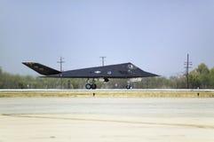 F--117ANighthawkstealthen sprutar ut kämpen Royaltyfri Fotografi