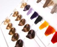 färgade hårlås Arkivfoto