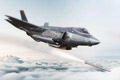 F-35 avançou o avião militar que trava no alvo e no ` de incêndio s do míssil ilustração stock