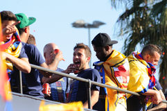 F.C巴塞罗那橄榄球队的几个球员,庆祝充满喜悦西班牙同盟的标题连续 免版税库存图片