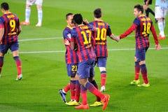 f C Los jugadores de Barcelona celebran una meta en Camp Nou en la liga española (F C Barcelona - Celta) Foto de archivo