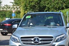 F1 chauffören Nico Rosberg ankommer till Budapest Royaltyfri Foto