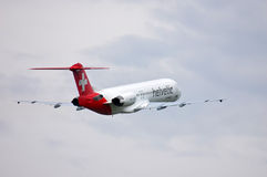 F100 del fokker di Helvetic Airways Immagini Stock Libere da Diritti