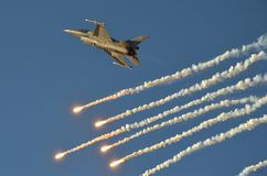 F16 di prestazione di dimostrazione sullo show aereo di Poznan Immagine Stock Libera da Diritti