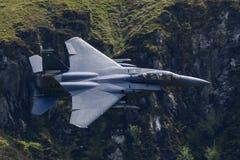 F-15E罢工老鹰飞行通过Mack圈 图库摄影