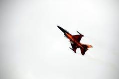 F-16 en el cielo Fotografía de archivo libre de regalías