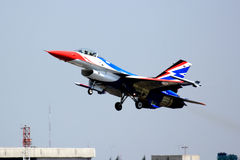 F-16 entfernen sich Lizenzfreie Stockfotos