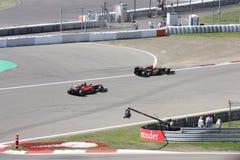 F1 fotografia: Formuła Jeden samochody wyścigowi – Akcyjne fotografie Obrazy Royalty Free