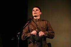 F fromportrait van een jonge Russische militair, dichter, held het spel sterker dan dood is er slechts het leven Stock Fotografie