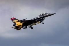 F-16 halcón turco - equipo de la exhibición de Soloturk Fotos de archivo