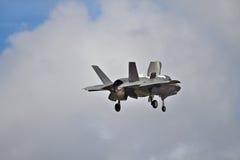 F-35 heimelijkheidsvechter die het verticale landen uitvoeren Royalty-vrije Stock Fotografie